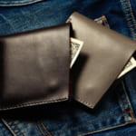 男性へのプレゼントは使い勝手の良い二つ折り財布で!世代別おすすめブランド&人気商品