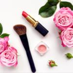 女性へのギフトなら化粧品!世代別おすすめブランドと人気商品を紹介