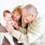 親に贈る出産内祝い|心から喜ばれるお返しの選び方・人気商品をご紹介