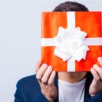 予算1万円で贈る!男性へのプレゼントを選ぶコツとは?贈る相手別にご紹介