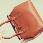 ブランド革バッグが大活躍!おしゃれでおすすめのアイテム24選