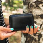 コーチのレディース二つ折り財布が人気!選び方やおすすめ商品を紹介